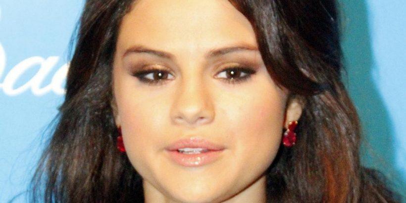 Selena Gomez Bio, Net Worth, Facts
