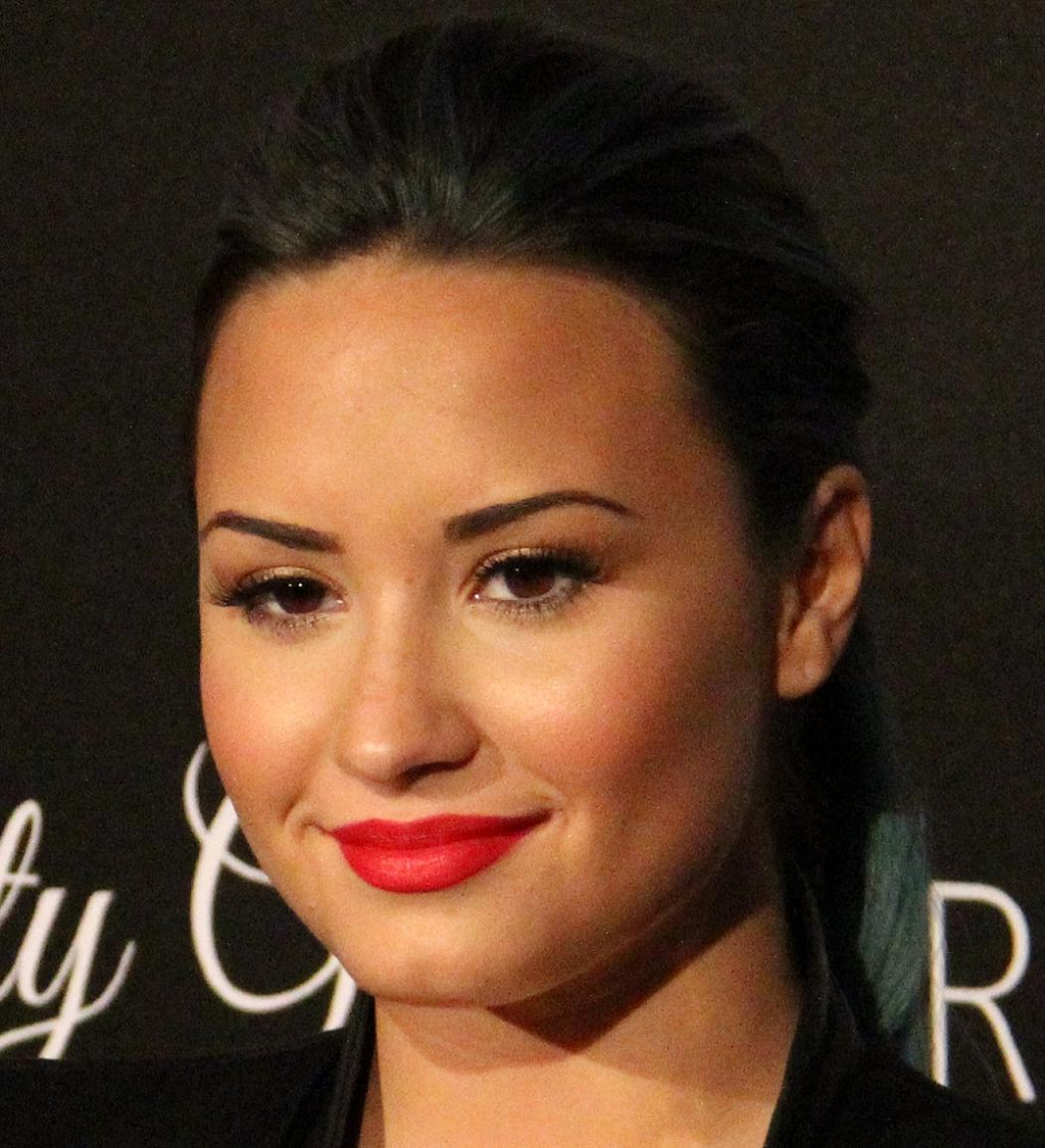 Demi Lovato Bio, Net Worth, Facts