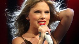 Taylor Swift Bio, Net Worth, Facts
