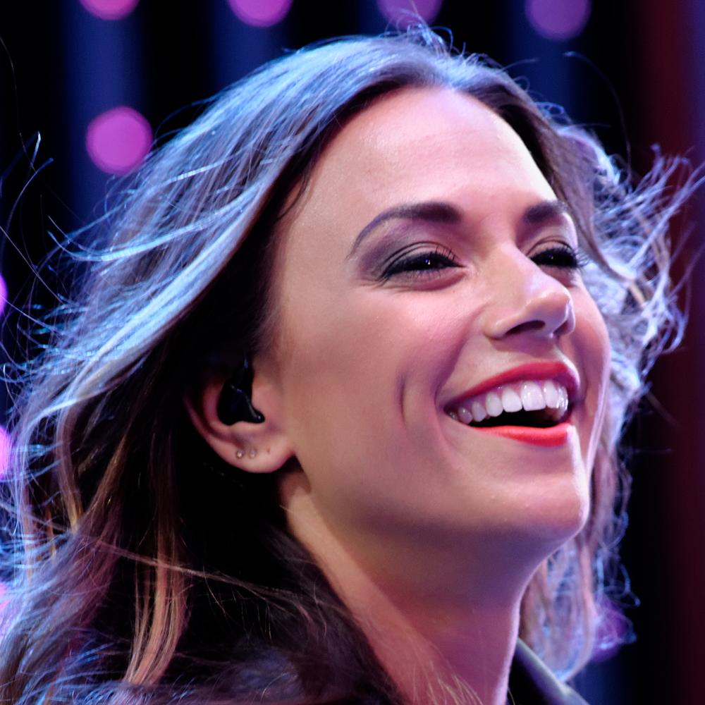 Jana Kramer Bio, Net Worth, Facts
