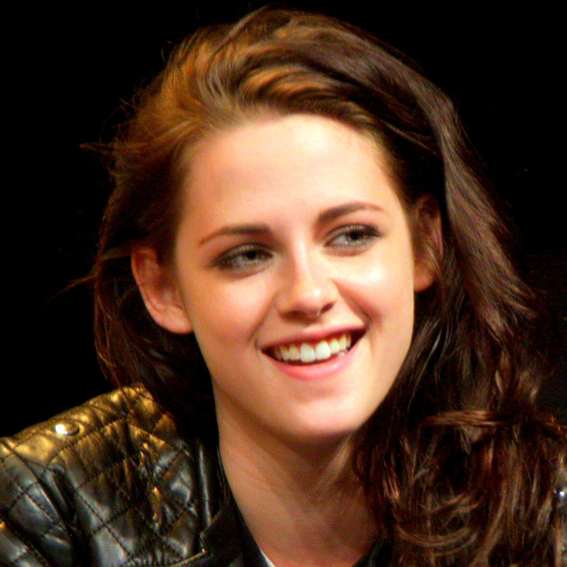 Kristen Stewart Bio, Net Worth, Facts