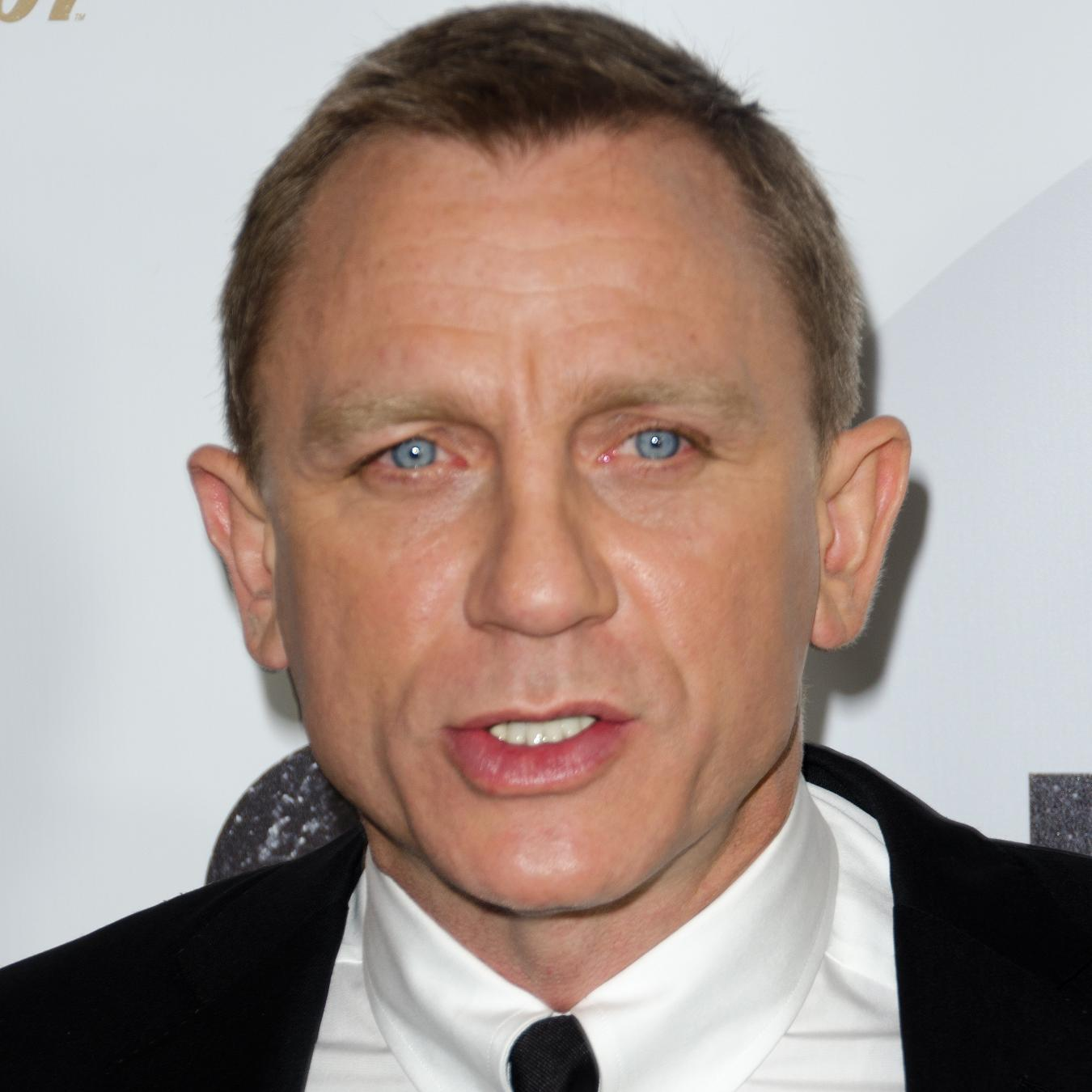 Daniel Craig Net Worth...